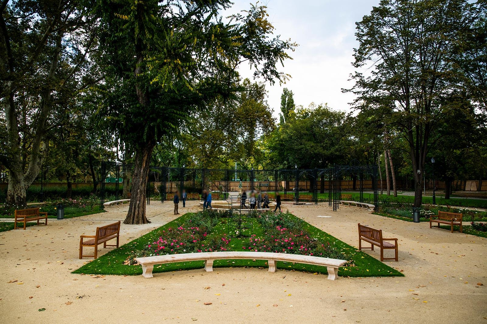 Suministro de bancos para parques