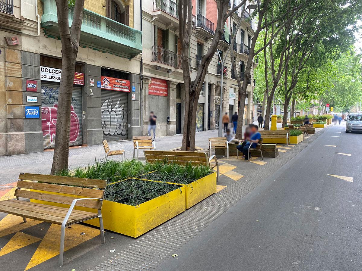 Bancos y sillas Fábregas para las calles de Barcelona