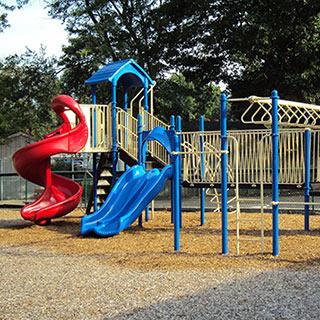 beneficios-de-los-toboganes-y-otros-juegos-infantiles