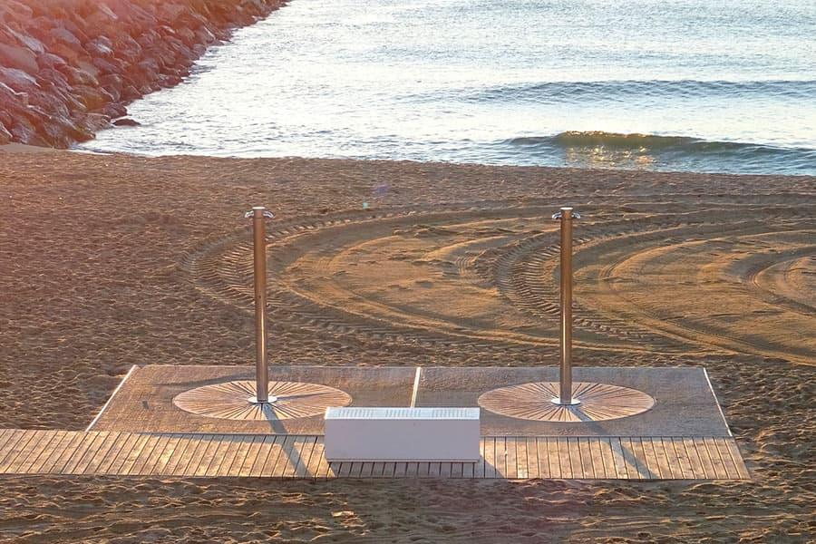 Beach equipment, post-holiday tasks of town halls