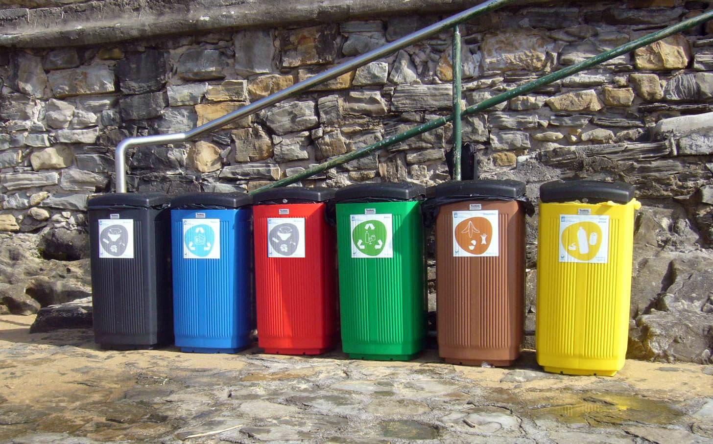 papeleras plástico reciclaje