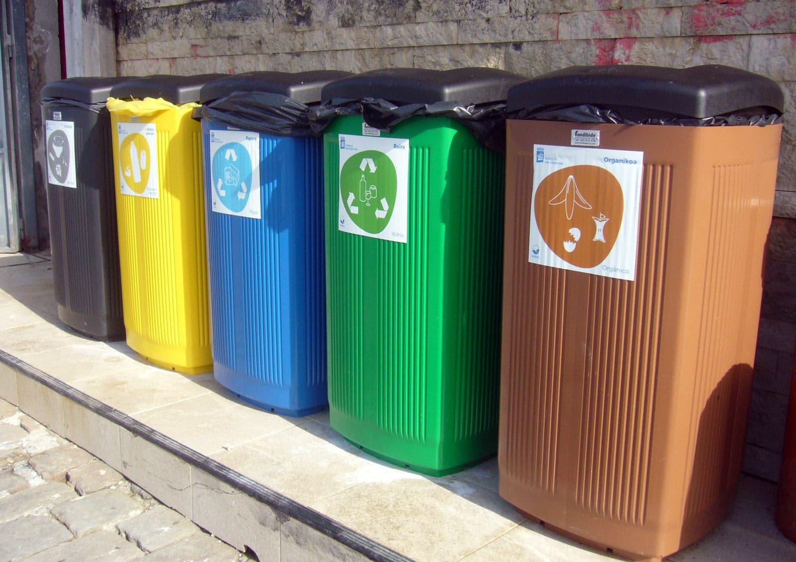 papeleras reciclaje playa