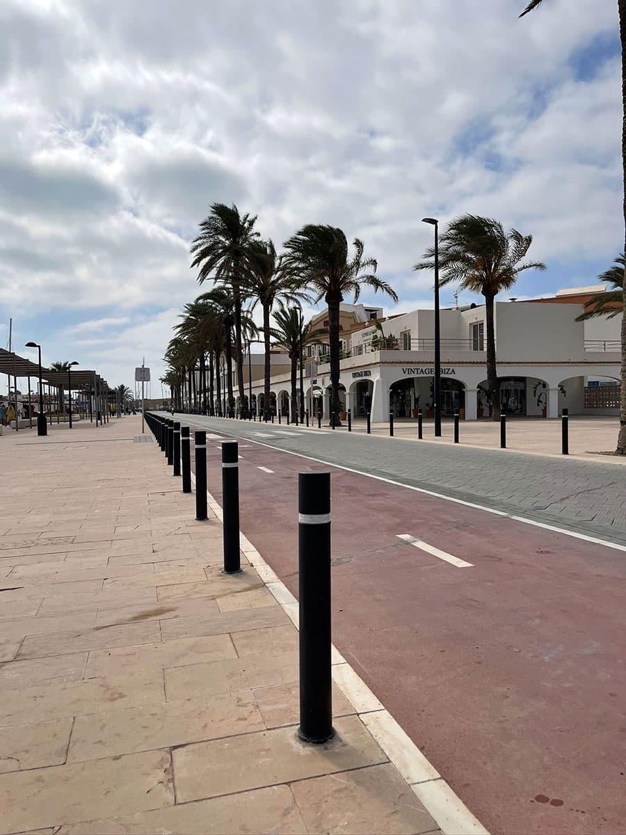 Installation of litter bins and bollards in Formentera
